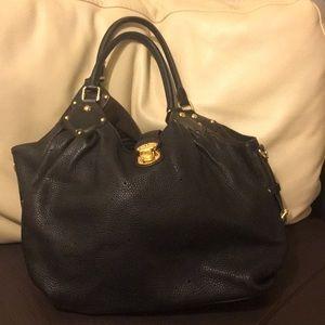 Authentic Louis Vuitton Mahina L black bag 🖤
